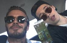 Дейвид и Бруклин Бекъм на път за стадиона