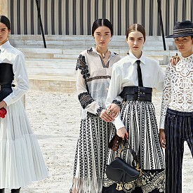 Dior показа как са създадени принтовете за круизната колекция (ВИДЕО)