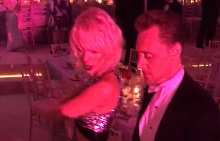 Тейлър и Том танцуват