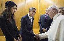 Джордж и Амал с папа Франциск