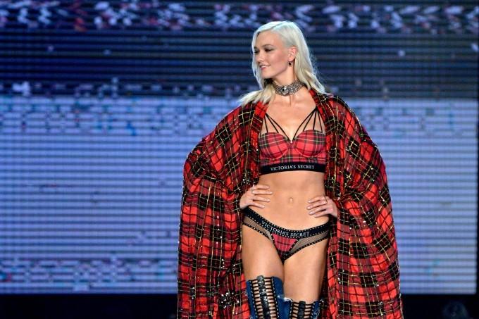 Кой се върна триумфално на сцената на Victoria's Secret?