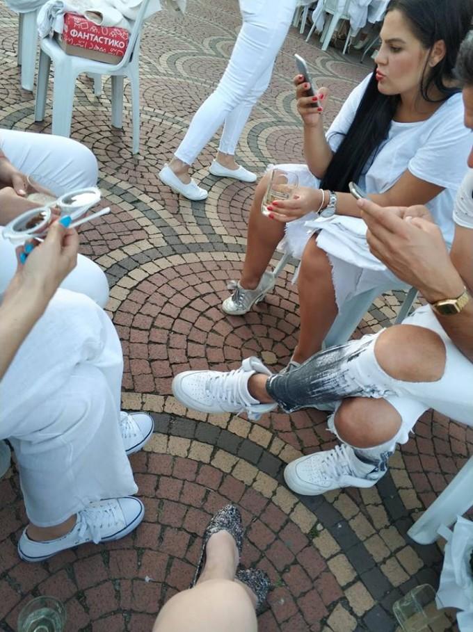 Двучасовото очакване на масите от част от гостите в София