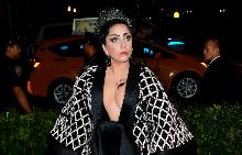 Лейди Гага на червения килим на церемонията Met Gala