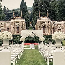 VILLA D'ESTE – ЕЗЕРОТО КОМО, ИТАЛИЯ / Езерото на звездите – така е известно Комо, което е само на 70 км от Милано. Изборът на Villa D'Este е идеален – ренесансова сграда на брега на морето със зашеметяващи градини и спиращи дъха гледки.