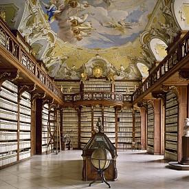 Библиотеката на манастира Kremsmünster в Австрия е построена между 1680 г. и 1689 г. и съдържа около 160 000 книги.