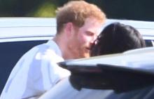 Принц Хари и Меган с първа публична целувка