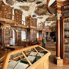 """Библиотеката на манастира """"Свети Гал"""" в Швейцария е една от най-старите манастирски библиотеки в света."""