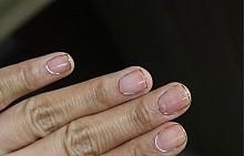 Минималистични декорации по ноктите