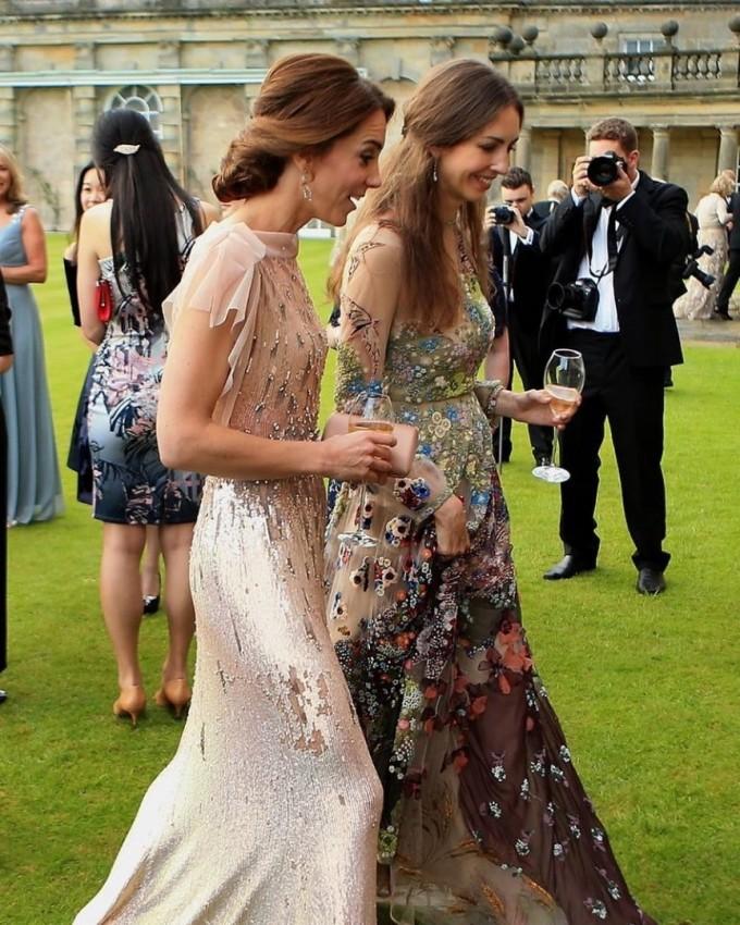 Кейт Мидълтън и Роуз Ханбъри на градинско парти