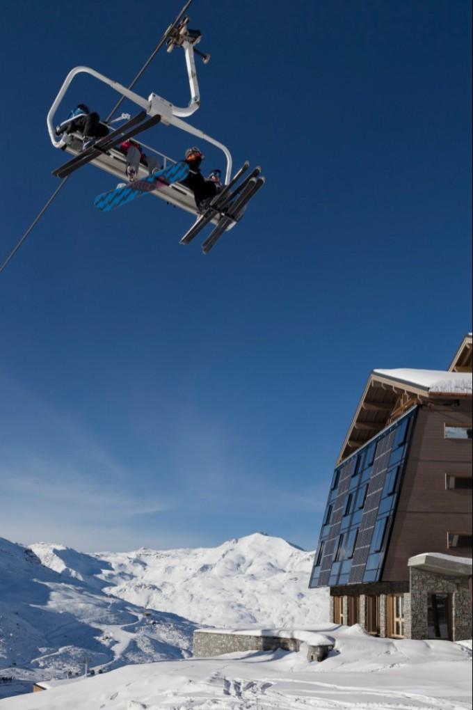 Лифтовете във Вал Торенс минават над покривите на хотелите