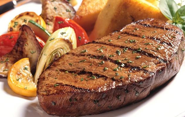 СТЕК / Месо с гарнитура е типично ястие за зимата,...