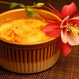 КРЕМ БРЮЛЕ / Хранителен десерт с гъста сметана и карамел идеално подхожда в студения сезон за сгряване на организма.