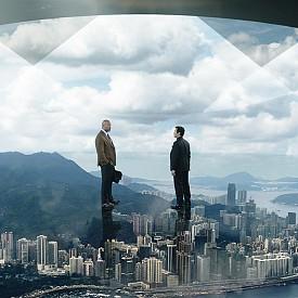 """В """"Небостъргачът"""" Уил Форд (Дуен Джоунсън-Скалата) се изправя срещу най-високата сграда в света. Той е бивш агент на отдела за спасяване на заложници към ФБР и ветеран от армията. Настоящата му работа е да оценява рисковете за сигурността на небостъргачи. Докато работи по нова поръчка в Китай, Уил установява, че най-високата и най-безопасна сграда в света е под атака, а той е несправедливо заподозрян. Превърнал се неочаквано в беглец, Уил трябва да открие виновните, да изчисти името си и да намери начин да спаси семейството си, а то е хванато в капан над огнената стихия, обхванала 96-ия етаж на небостъргача. Филмът е по кината от 13 юли."""