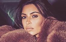 Ким Кардашян замени любимите си кожени палта с копия от изкуствена кожа