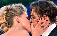 Амбър целува Джони