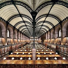 Библиотека Sainte-Geneviève, Париж, Франция. Съдържа повече от 2 млн. документа