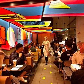 Vetements показаха новата си колекция в парижки McDonald's