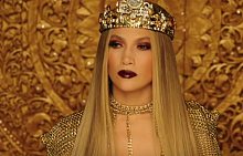 Дженифър Лопес сложи корона за клипа El Anillo