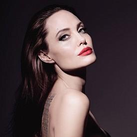 От брюнетка към блондинка - Анджелина Джоли смени имиджа си