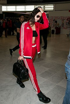 Бела Хадид в любимото червено