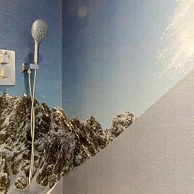 Изберете кадър от любимия си планински пейзаж и поръчайте да ви го направят фототапет за банята. Идеята е от хотел Pashmina.
