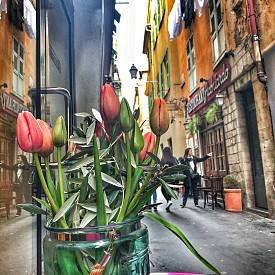 Кокетните тесни улички в старата част на Ница