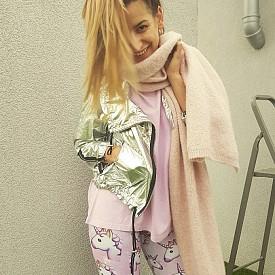 Клин - Flower's and Co Gallery Тениска, шал и яке - личен гардероб