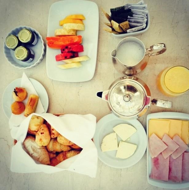 АДРИАНА ЛИМА / В обикновени дни Адриана закусва с...
