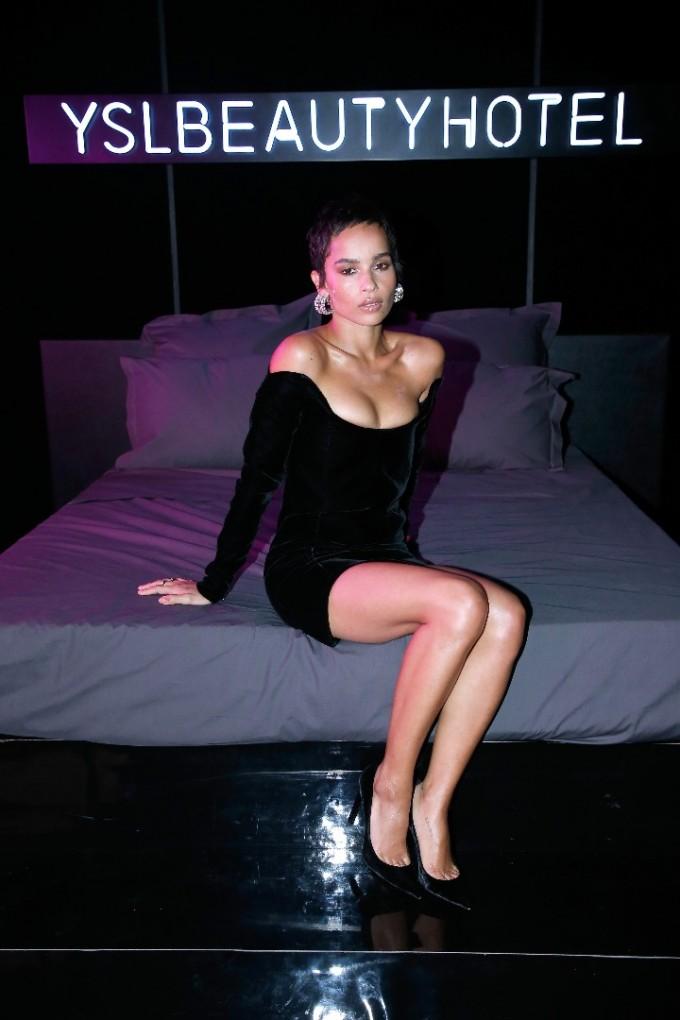 Зоуи Кравиц в стаята Volupte в YSL Beauty Hotel