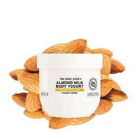 """Най-добрият лосион за тяло е Almond Milk Body Yogurt на THE BODY SHOP: """"Обожавам аромата на бадеми. Кара ме да се чувствам сякаш съм на почивка в Гърция. А йогуртът е като успокояващ компрес за кожата ми, особено през лятото."""", Марта Крупинска, козметичен директор на ELLE Полша"""