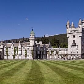 Балморал замък