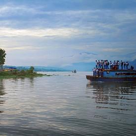 На дървена лодка, Пангуруран, Индонезия