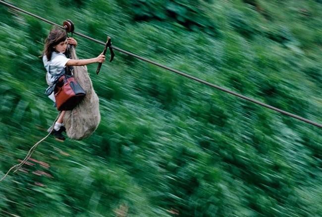 По 800-метрово въже над река Рио Негро в Колумбия
