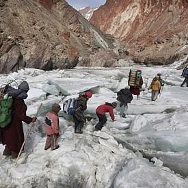Пътят към училище-интернат през Хималаите, Занскар, Индия