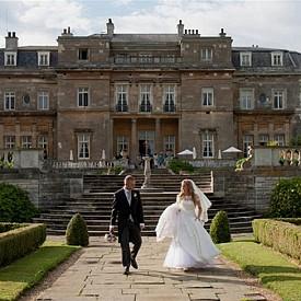LUTON HOO HOTEL GOLF & SPA – ЛУТЪН, АНГЛИЯ / Прекрасно имение от 18-ти век, днес е луксозен хотел, който е посрещал гости като Кралица Елизабет. След първото си посещение, кралицата се връща многократно тук. Това е идеално романтично място за бягство и за кратко пътешествие в прекрасен слънчев ден.