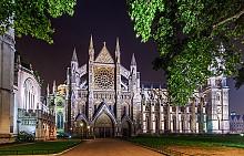 УЕСТМИНСТЪРСКОТО АБАТСТВО, АНГЛИЯ Този манастир е един от символите на Великобритания – официалната и главна църква в страната. Там се провеждат коронации и погребения, но не само на кралски особи, а и на артисти, музиканти, интелектуалци и други представители на цвета на нацията. Строителството на манастира отнело 5 века, а цялото Уестминстърско абатство е включено в списъка на ЮНЕСКО със световното културно наследство.