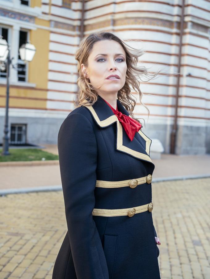 Риза и палто DOLCE&GABBANA от DRESS CODE, 1480 лв. и 5190 лв.