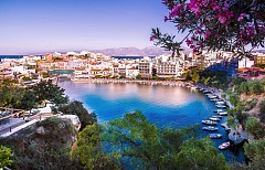 Крит е най-големият остров в Гърция, така че забележителностите тук са най-много. За най-древните красоти отидете в мистериозния дворец Кносос - най-големият останал от някогашната велика минойска цивилизация.
