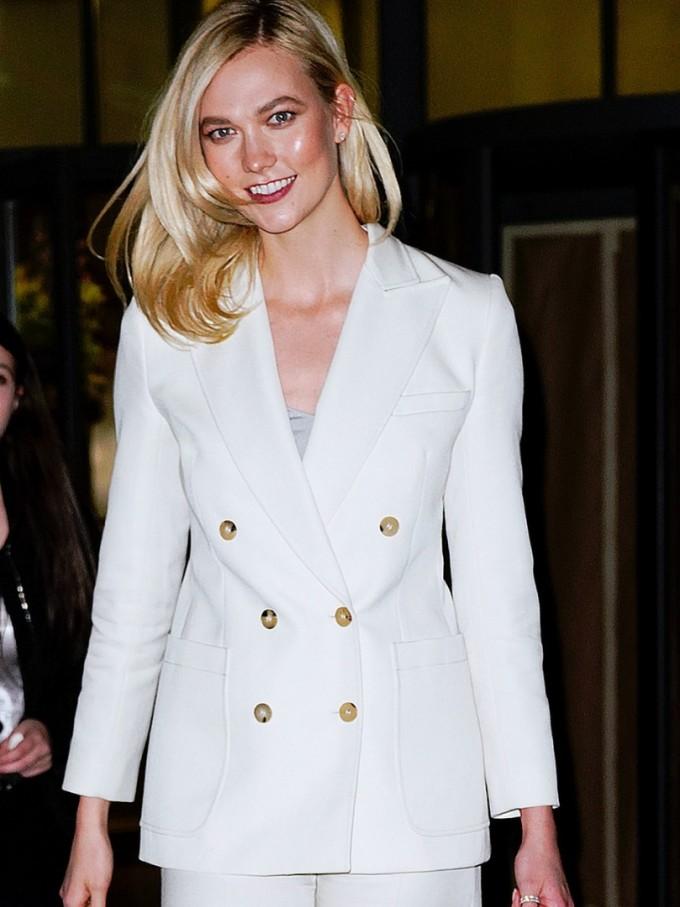 Карли Клос в total look в бяло