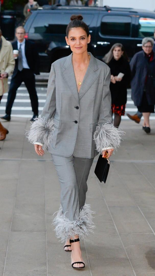 Кейти Холмс изглежда tres chic в Prada