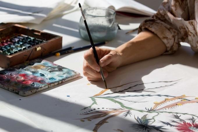 ЗАД КУЛИСИТЕ: Как са създадени флоралните принтове на DIOR?