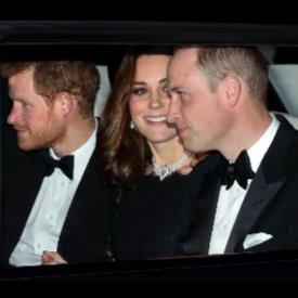 Кейт Мидълтън с огърлицата на Принцеса Диана по случай годишнината на Елизабет II и принц Филип