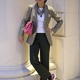 Danda SANTINI, главен редактор, Италия, сако Momoni, панталон Alberto Biani, чанта Dior, маратонки Nike