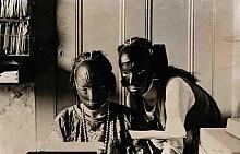 През 20-те гумените маски са били разпространен начин за връщане на свежестта на лицето.