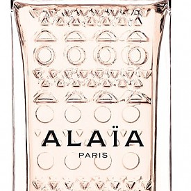 Ароматните вибрации на кожата са в ДНК-то на парфюмерията на AZZEDINE ALAIA . Олфактивната пирамида на Nude включва още свежи нотки на кардамон, кадифени ухания на портокалов цвят и мускус. Eau de Parfum Nude е продължение на черния Eau de Parfum и белия Eau de Parfum Blanche.