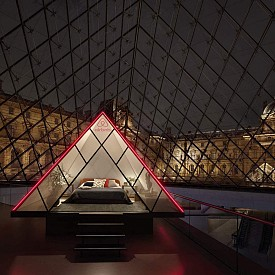 Искате да нощувате в Лувъра? Вече има начин!