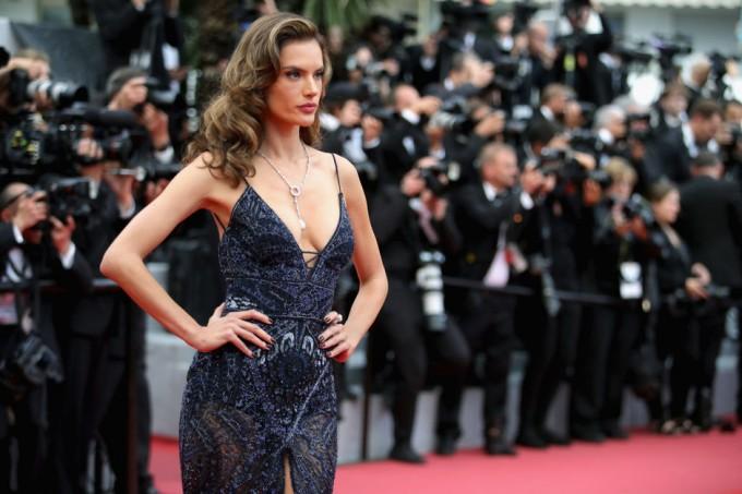 КАН 2018: Алесандра Амброзио на червения килим