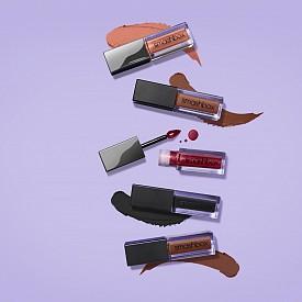 Течните червила Always On Liquid Lipsticks се нанасят с един размах, благодарение на формулата с висока интензивност и прецизният апликатор  с тънък връх.
