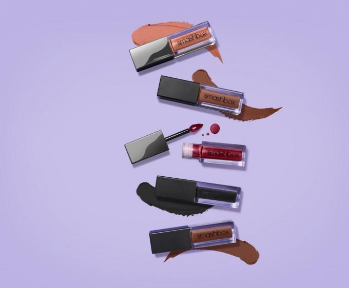 Течните червила Always On Liquid Lipsticks се нанасят с един...