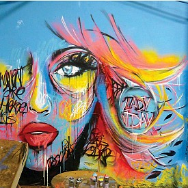 Рисунка, която графити артистът Lady JDay създава специално за колекцията Artistry Studio NYC